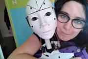 chuyện lạ, sợ đụng chạm đàn ông, lấy robot, kêt hôn