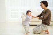 trẻ 13 tháng tuổi, chậm nói, cảm xúc, ngôn ngữ cơ thể, không bi bô, không quan tâm, cuasotinhyeu