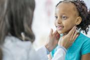 Nguyên nhân nào khiến cho hạch sau gáy của trẻ sưng to lên ?