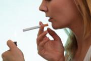 Hút thuốc lá có làm cho trứng rụng muộn hơn không ?