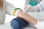 Lấy máu xét nghiệm 2 lần trong 1 tháng có gây chậm kinh không ?