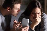 nhắn tin, với người cũ, bạn trai ghen, mất kiểm soát, chán nản, mất niềm tin