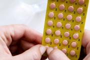 """Uống thuốc ngừa thai vào ngày """" đèn đỏ"""" có làm giảm hiệu quả của thuốc không ?"""