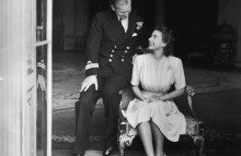 """Hành trình tình yêu hơn 70 năm của người đàn ông là """"sức mạnh và sự chống đỡ"""" của Nữ hoàng Anh: """"Công việc đầu tiên, thứ hai và cuối cùng của tôi là không bao giờ làm cho vợ thất vọng"""""""
