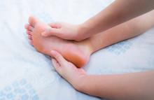 Bàn chân xuất hiện 4 dấu hiệu này chứng tỏ đường huyết tăng cao, có 1 cũng cần kiểm tra sức khỏe