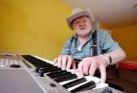 cụ ông, đột quỵ, xứ wales, chuyện lạ, đàn piano