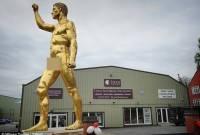 bức tượng, khỏa thân, chuyện lạ, cua so tinh yeu