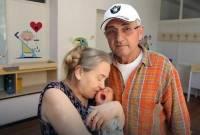 sinh con, tuổi 60, chồng bỏ, Atifa Ljajic, khai sinh