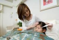 trẻ bị sốt, chăm sóc trẻ sốt, trẻ sốt cao, hạ sốt cho trẻ