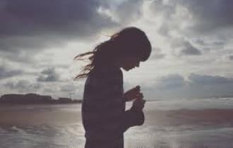 quay lại, bạn trai, sóng gió, yêu nhau từ xa, ghen tuông vô cớ,