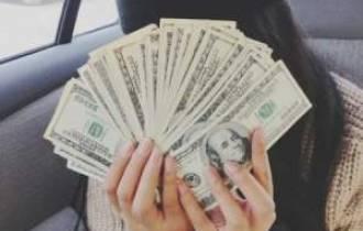 tình yêu, nhuốm màu, vật chất, hỗ trợ về tài chính, bạn gái, trả nợ cho gia đình, không biết thông cảm, lợi dụng