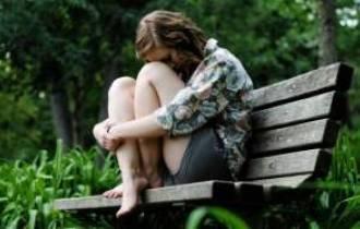 Anh chỉ đến bên em lúc buồn... vậy những ngày vui anh về nơi đâu