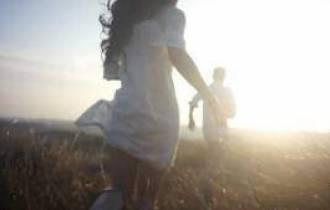 tâm sự tình yêu, chia tay, không phải vì hết yêu, ngăn cấm, bạn gái, yêu xa, niềm tin, ích kỷ, chuyên gia tư vấn, tổng đài tư vấn ánh dương  19006802,tư vấn tâm lý ,tư vấn tình yêu ,tư vấn hạnh phúc gia đình