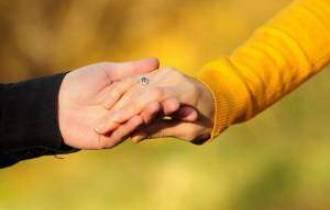 tâm sự tình yêu, còn thương, không nỡ chia tay, tư vấn tình yêu, tư vấn tâm lý, hết tình cảm, thương níu kéo, sống chung, thiệt thòi, dứt khoát, chuẩn bị tâm lý