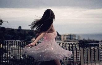 tình yêu, yêu xa, cố gắng, thử thách, cửa sổ tình yêu, chia tay, tuổi xuân, thờ ơ, thay đổi, kiên trì, cắm hoa, hướng đi mới
