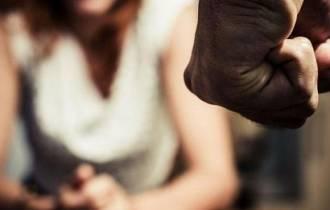bạo lực, đánh vợ, chồng gia trưởng, không được cãi, tuổi thơ bất hạnh, hôn nhân rạn nứt, rượu chè, ly hôn, lo lắng