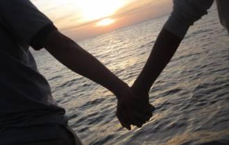 gia đình ngăn cản, lựa chọn, lấy vợ xa, kiên trì, thuyết phục, bảo vệ tình yêu, cân nhắc, tâm sự tình yêu