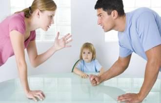 mẹ chồng vay tiền, gia đình khó khăn, vay nhưng không trả, khó chịu, chồng lén lút cho tiền mẹ, chán nản, tâm sự hôn nhân