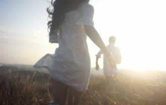 tình yêu, níu kéo tình yêu, bảo vệ tình yêu, yêu xa, gia đình ngăn cản, môn đăng hộ đối, cửa sổ tình yêu