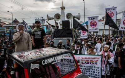 Đồng tính, LGBT, Indonesia, các giáo viên ngoại quốc LGBT, chính phủ Indonesia, cua so tinh yeu
