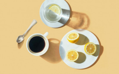 Nhiều người uống cà phê với chanh để giảm cân, đẹp da: Có lợi hay không?