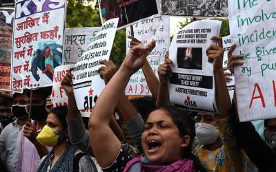 Ấn Độ: Bị cưỡng bức tập thể, người phụ nữ đi báo tin thì bị cảnh sát hiếp dâm