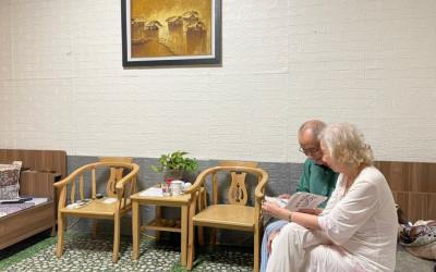 Tình yêu của cặp vợ chồng cùng nhau đi viện dưỡng lão