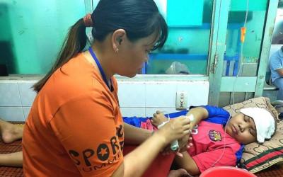 Con trai mắc bệnh hiểm nghèo: Con chết mẹ không có tiền mua quan tài đâu