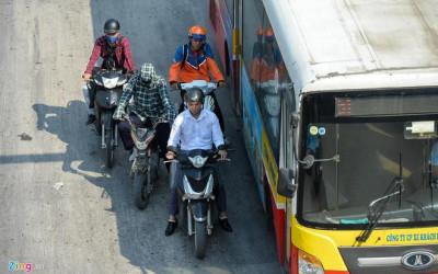 Ngồi yên xe nóng khi thời tiết 40 độ C nguy hại cho sức khỏe sinh sản của nam giới