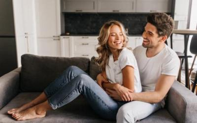 5 ngôn ngữ tình yêu gắn kết cặp đôi hơn cả...