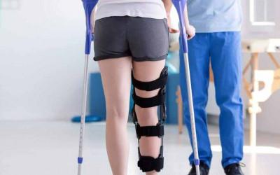 Có nên tập đi nạng sau 1 tuần bó bột xương cẳng chân???