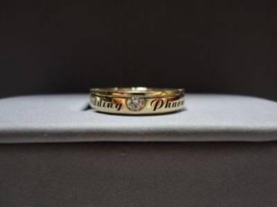Trong túi của chồng là chiếc nhẫn cưới..khắc tên người đàn bà ấy.