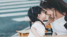 """Muốn con gái hạnh phúc và thành công, đây là 5 điều các bà mẹ nên """"tỉ tê"""" với con"""