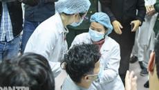 Sức khỏe của những người đầu tiên tiêm vắc xin Covid-19 Việt Nam ra sao?