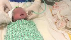 Bé trai sống sót kỳ diệu khi thai song sinh còn lại bị sảy trước đó 2 thángBé trai sống sót kỳ diệu khi thai song sinh còn lại bị sảy trước đó 2 tháng