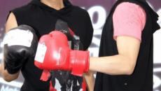 """Hotsearch Weibo: Bành Vu Yến công khai hẹn hò đồng tính với mỹ nam """"Hana Kimi""""?"""