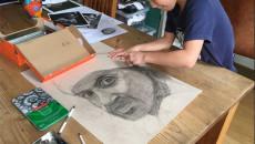 Bé 9 tuổi được ví như Leonardo da Vinci nhờ tài vẽ tranh