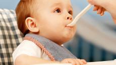 trẻ tập ăn, chế độ ăn cho trẻ, trẻ 1-3 tuổi, dinh dưỡng, trẻ tự ăn
