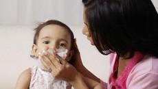 Trẻ bị chảy máu cam cha mẹ nên xử lý như thế nào