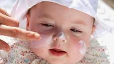 trẻ nhỏ, rôm sảy, nhiễm trùng da, mụn nước, mụn mủ, tắm cho trẻ, viêm da, mùa hè, nóng nực