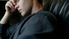 đau tiunh hoàn, đau khi ngồi, di chuyển, cơn đau, hiện tượng, tình trạng, vấn đề, nghiêm trọng, cuasotinhyeu