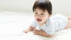 trẻ 10 tháng tuổi, trườn, gãy xương đùi, bò, hạn chế cử động, 8 tháng tuổi, vận động, cuasotinhyeu