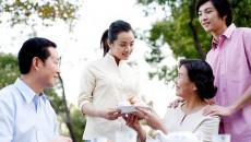 mẹ bạn gái, quá trẻ, chênh lệch tuổi, sợ bị phản đối, bố mẹ ly hôn