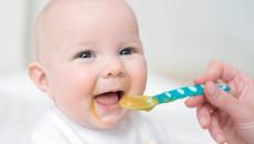 ăn dặm, trẻ 4 tháng, có được uống nước,bú mẹ hoàn toàn