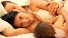 thường xuyên, chủ động, gần gũi, sinh con, chủ động, nhu cầu, ít hẳn