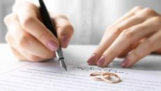 tự đăng ký kết hôn, gia đình ngăn cản, sợ bị kiện, bạn gái về nhà ở