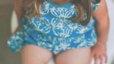 Vùng kín của bé gái 6 tuổi bị ngứa và đau là dấu hiệu của vấn đề gì ?