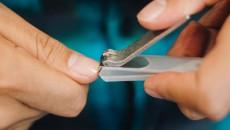 Có thể bị lây HIV qua việc dùng chung kiềm cắt móng không ?