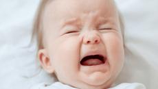 Hạch nách ở trẻ sau tiêm phòng lao bị bung mủ mãi không lành có sao không?