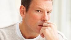 Nam giới đi tiểu ra chất bột màu trắng là dấu hiệu của bệnh gì ?